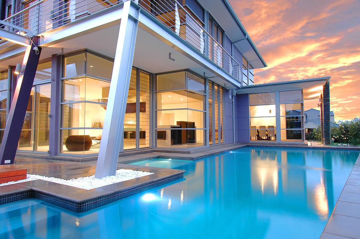 Custom pool design luxury custom pools custom homes magazine for Design custom home online