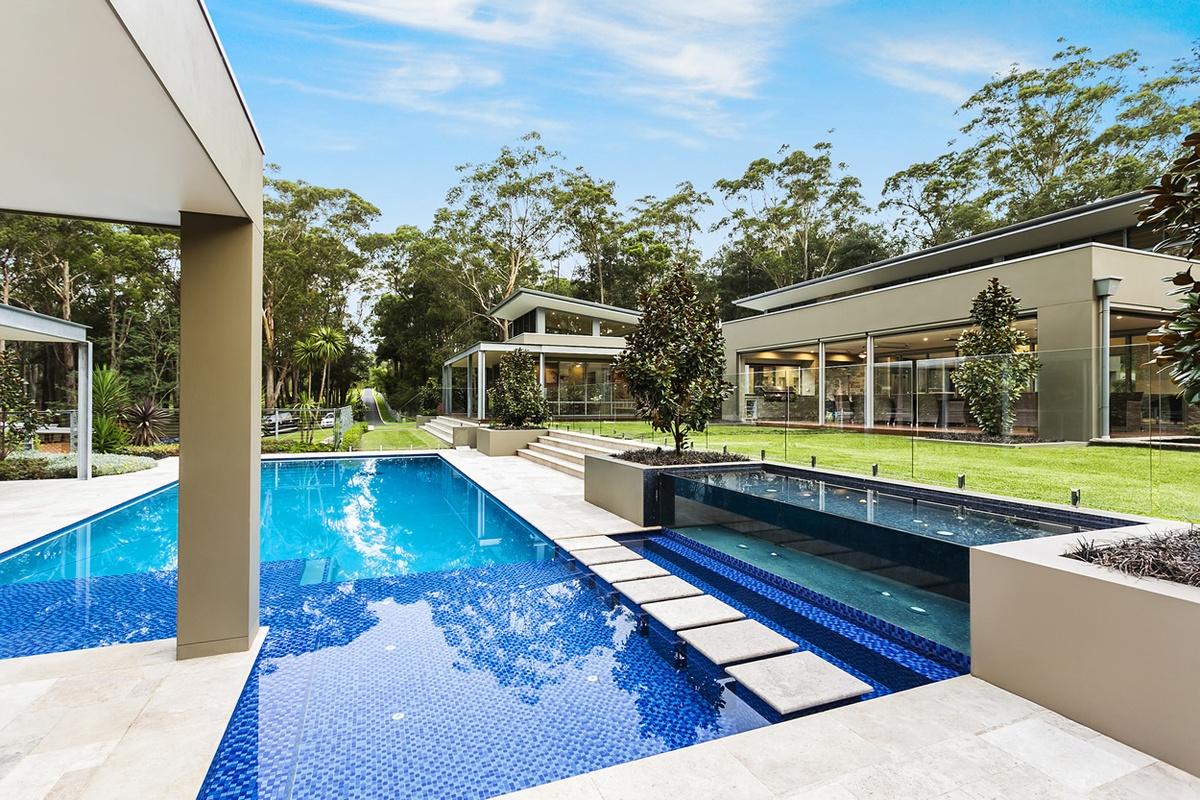 Custom pool design luxury custom pools custom homes magazine for Custom pool house