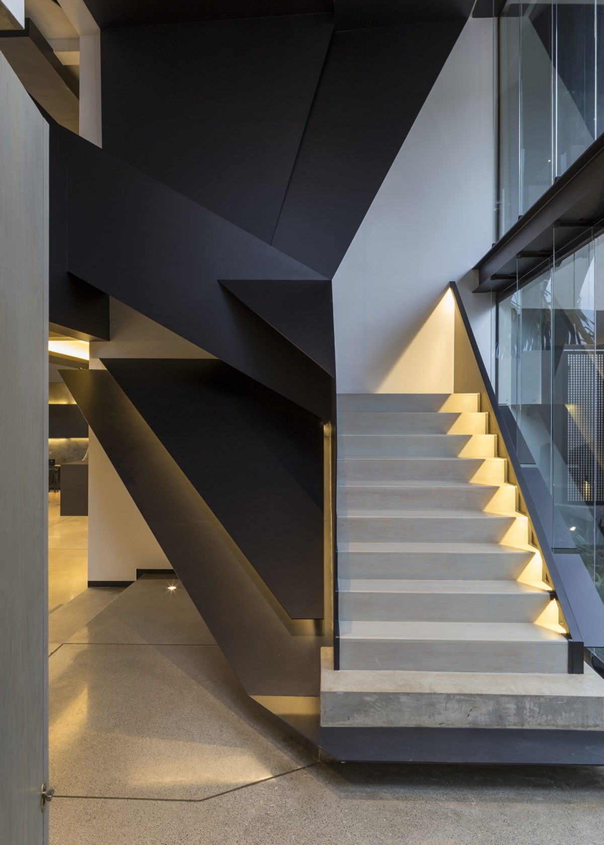 Angular Line Stairs Nvdm Custom Homes Magazine