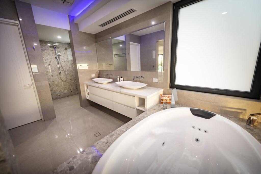 Custom Builders Perth White bathroom